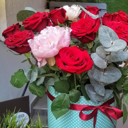 Большая коробка с розами и пионами