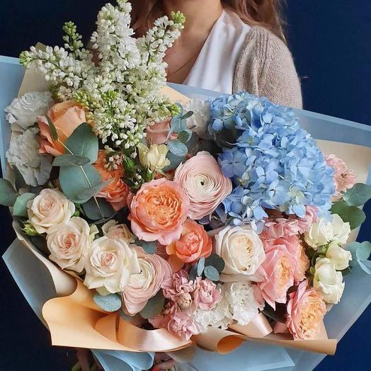 Букет с гортензией и пионовидными розами-«Миледи»