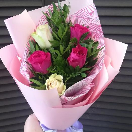 Букет из 5 роз с оформлением