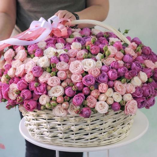Премиум корзина кустовых пионовидных роз