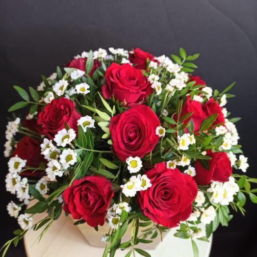 Цветы в коробке «Цветы любви»