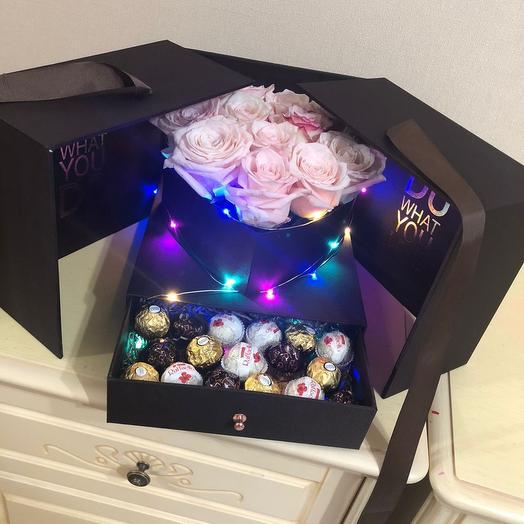 Цветы в коробке футляре с конфетами