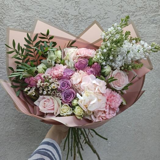 Шикарный букет с сиренью, гортензией и ассорти цветов