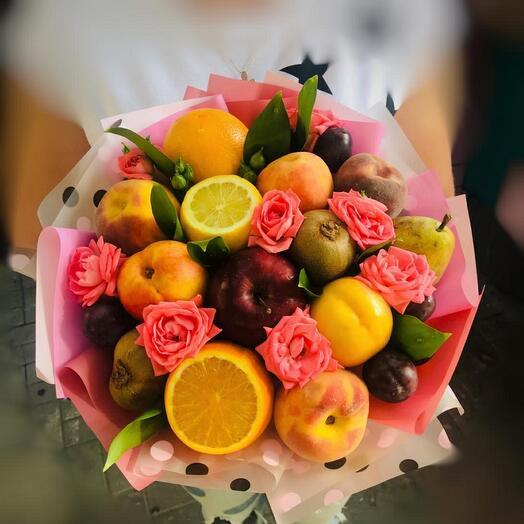 Фруктово-цветочный букет со сливами