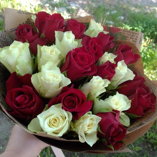 Красное и белое, 25 роз