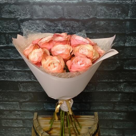 Моно-букет из пионовидных роз Кахала 50см