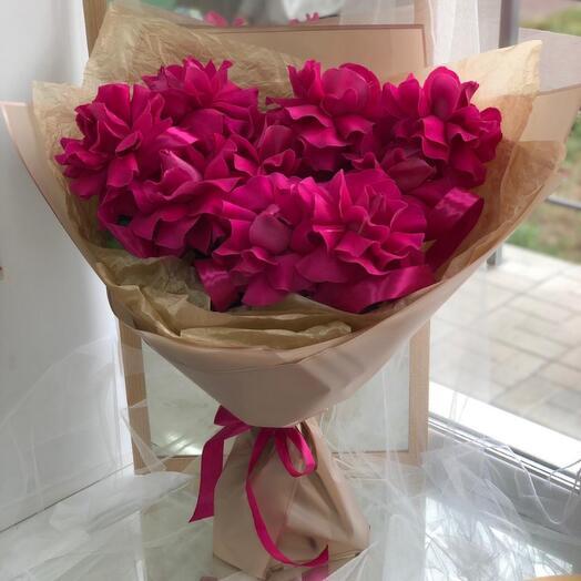 Ажурные малиновые розы