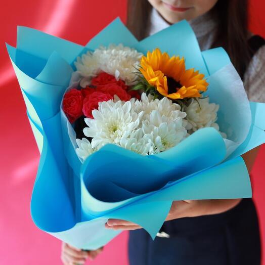 Букет к 1 сентября-хризантемы, подсолнух, розы