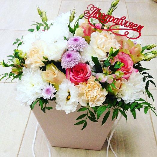 Букет цветов в сумочке с топпером