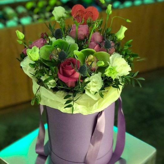 Цветы в шляпной коробке Сливовый Десерт: букеты цветов на заказ Flowwow