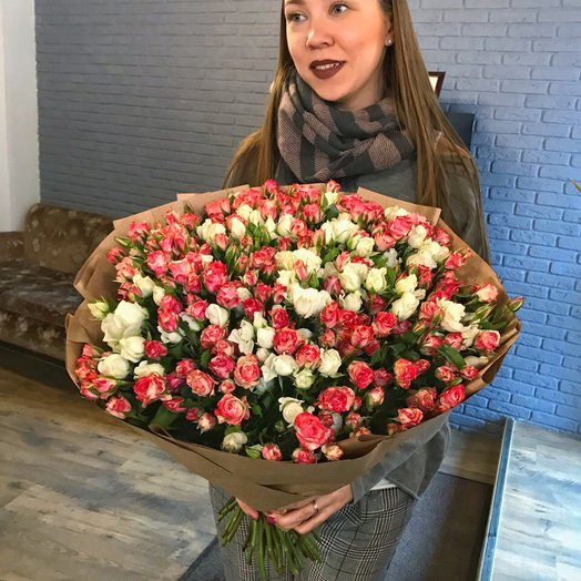 Букет из кустовых роз Страстный: букеты цветов на заказ Flowwow