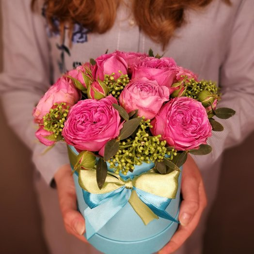 Бирюзовая коробочка с пионовидными розами: букеты цветов на заказ Flowwow