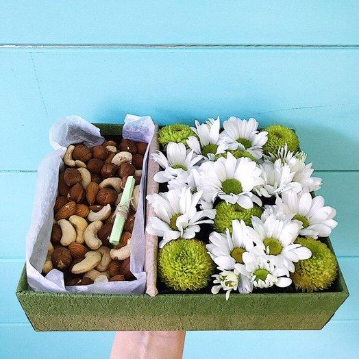 Коробочка с миксом из хризантем и орехами
