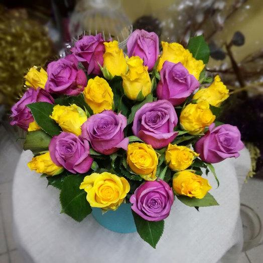 25 мини-розочек в шляпной коробке: букеты цветов на заказ Flowwow