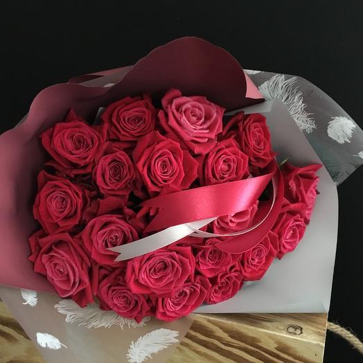 Розы цвета спелой вишни