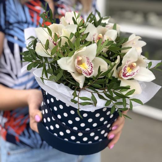 Шляпная Горох с орхидеями: букеты цветов на заказ Flowwow