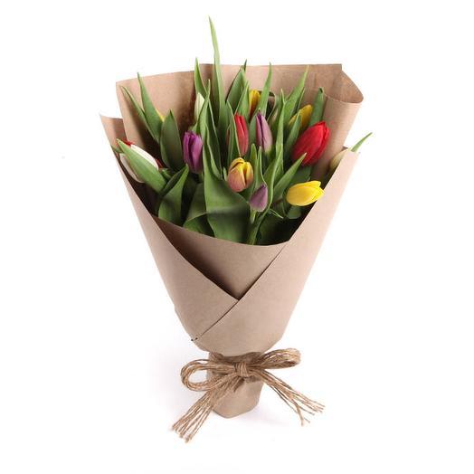 Букет 15 тюльпанов в крафтовой бумаге, микс