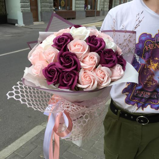 Стильный букет и мыльных роз по супер цене: букеты цветов на заказ Flowwow