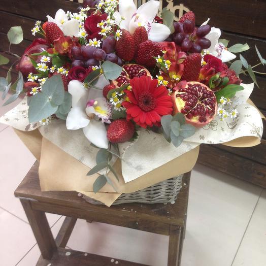 Гранатовый: букеты цветов на заказ Flowwow