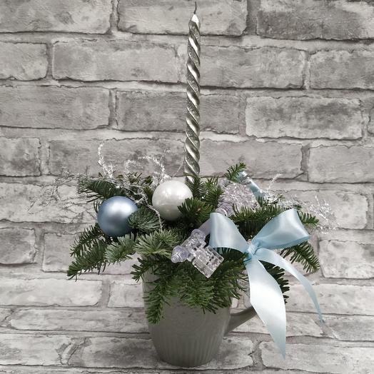 Новогодняя композиция чашка со свечкой: букеты цветов на заказ Flowwow