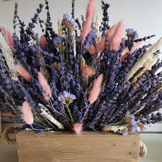 Стабилизированная лаванда в деревянном кашпо: букеты цветов на заказ Flowwow