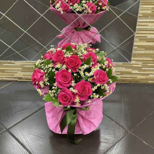 Букет из роз и танацетума: букеты цветов на заказ Flowwow