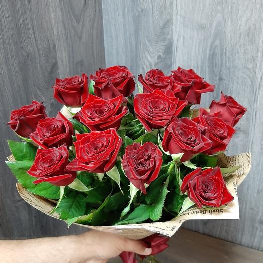 Монобукет из  красных роз в крафте