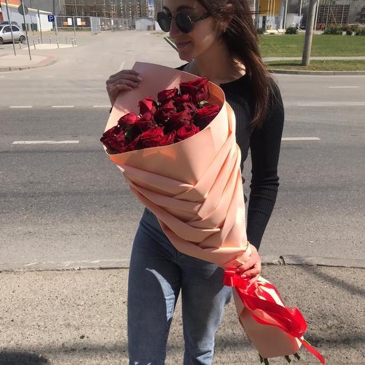 Букет  роз в стильной упаковке