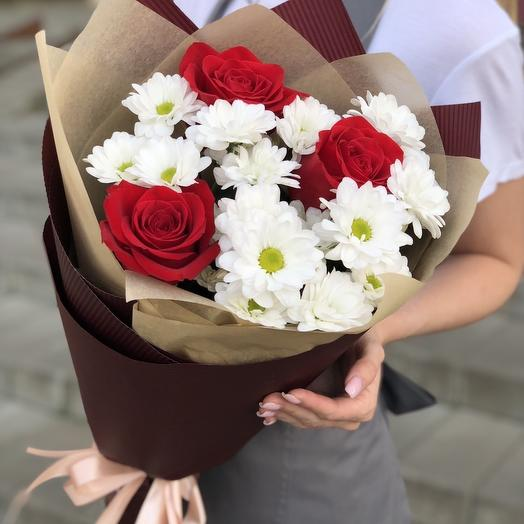 Bouquet of red rose and chrysanthemum Compliment