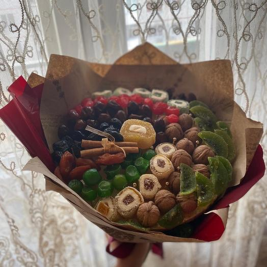 A bouquet of dried fruit *