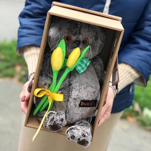 Басик с тюльпанами