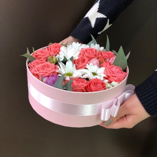 Коробка с кустовой розой и хризантемой