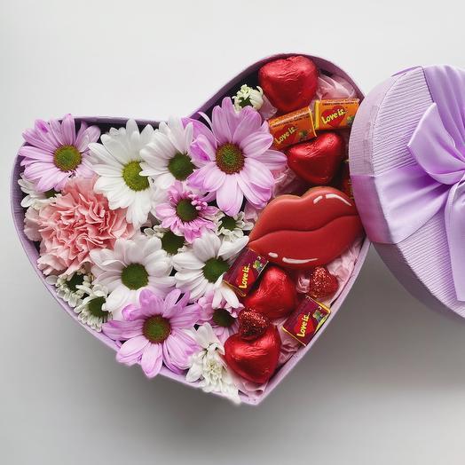 Цветы в коробке «Твои чувства»
