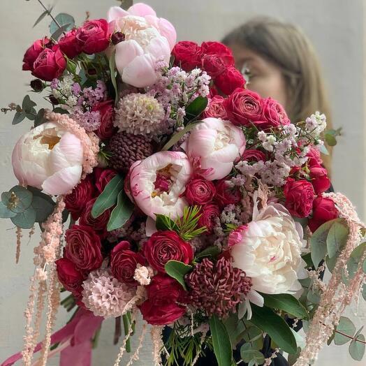 Объёмный букет с Пионами и удивительными цветами