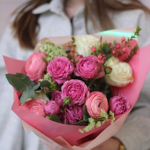 Розовый букет с ранункулюсами