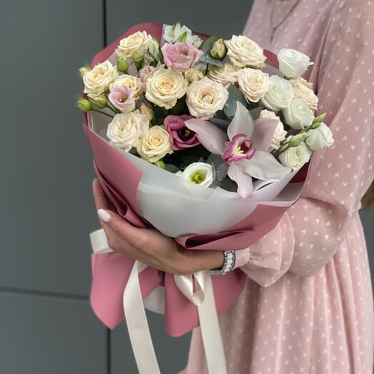 Букет из кустовой розы, эустомы и альстромерии Романтик