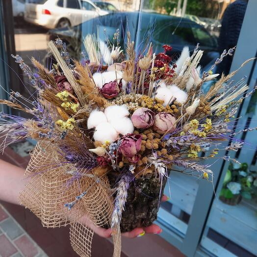 Сухоцветы в кашпо ручной работы