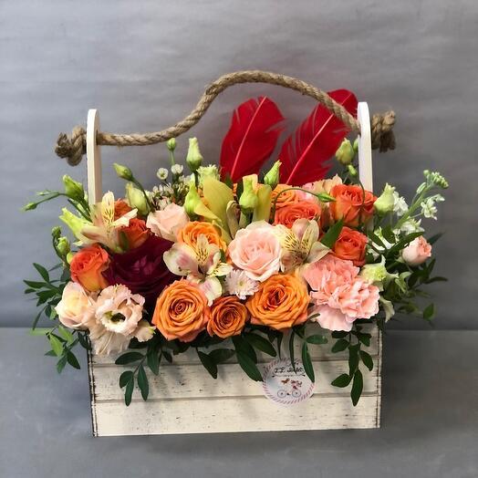 Ящик с розами и орхидеей