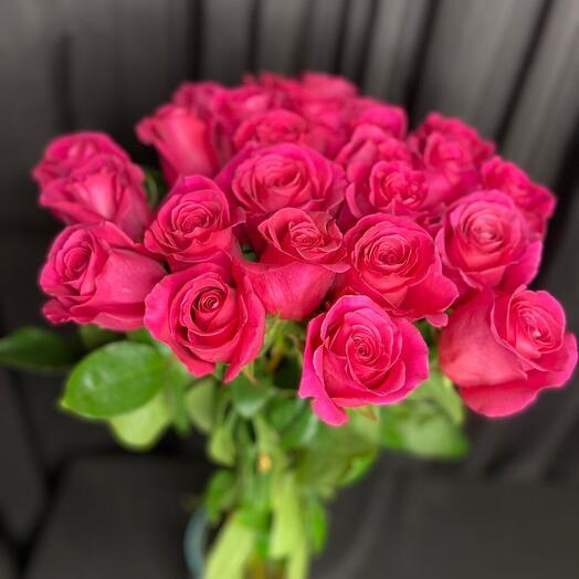 25 роз длиных