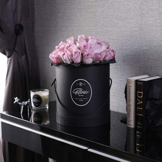 Розы Purple в шляпной коробке Grand B ack