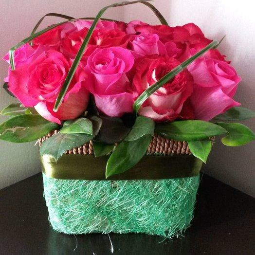 Розы в корзиночке: букеты цветов на заказ Flowwow