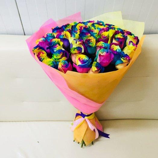 Радужные розы в упаковке: букеты цветов на заказ Flowwow