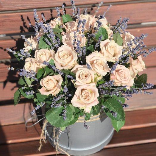 Шляпная коробочка с розами Мента и лавандой: букеты цветов на заказ Flowwow