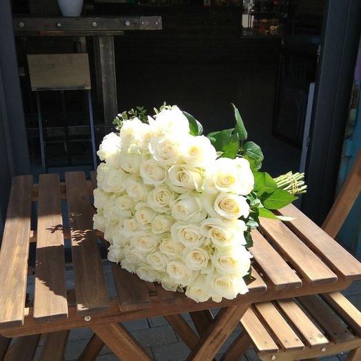 Букет из 41 белой местной розы > 100 см: букеты цветов на заказ Flowwow
