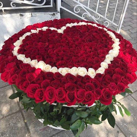 Огромное сердце в корзине: букеты цветов на заказ Flowwow