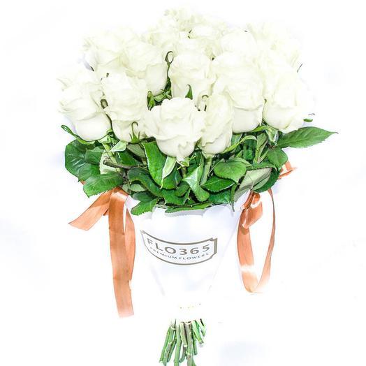 25 белых роз в конверте: букеты цветов на заказ Flowwow