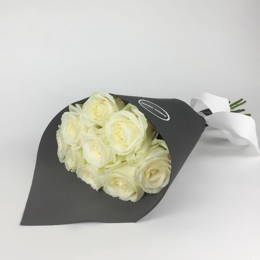 Букет из 9 белых роз Black: букеты цветов на заказ Flowwow