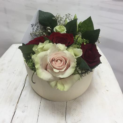 Ароматные розы в коробке: букеты цветов на заказ Flowwow