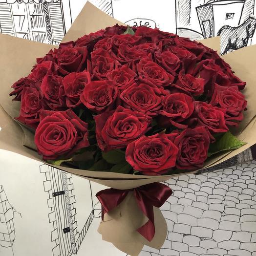 51 роза в крафт бумаге