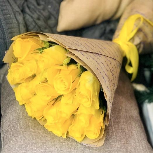Букет из жёлтых роз в крафте: букеты цветов на заказ Flowwow